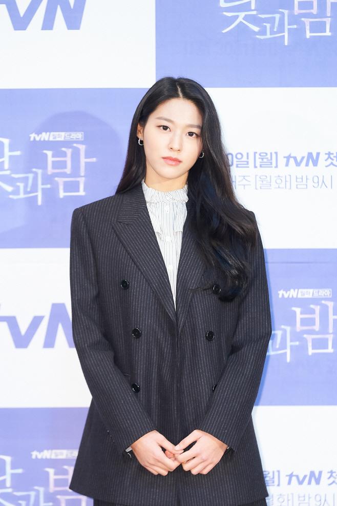 낮과밤 김설현(3)