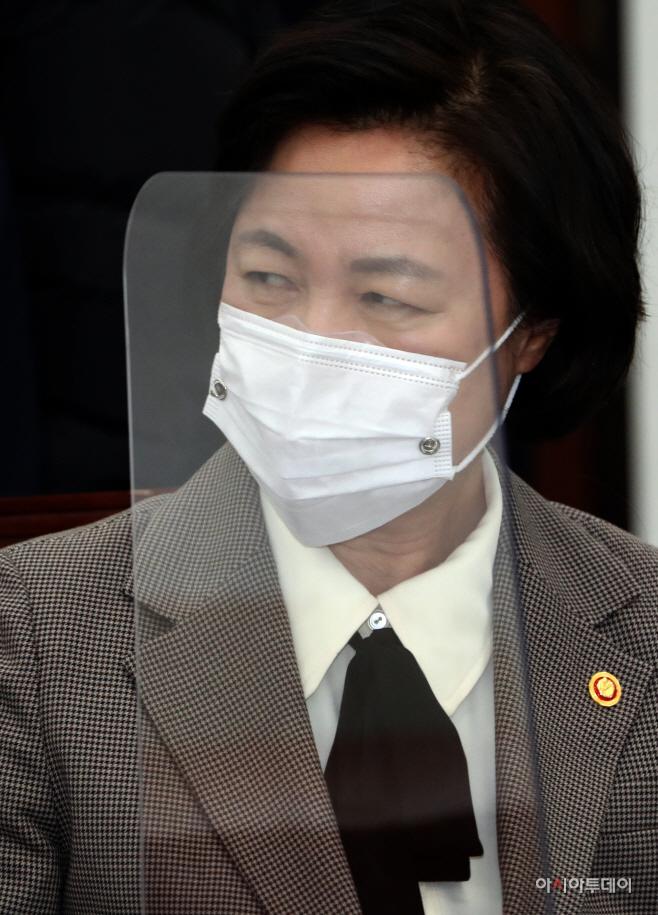 [포토] 공수처장후보자추천위 회의 참석한 추미애 장관