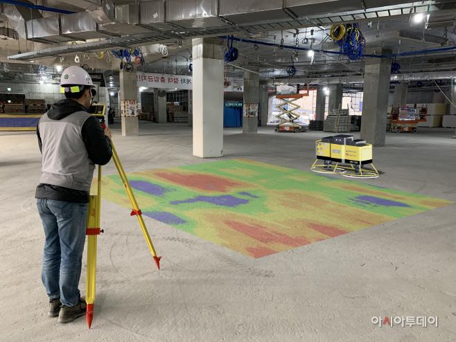 사진1. AI 미장로봇 바닥 평탄화 작업 가상 이미지