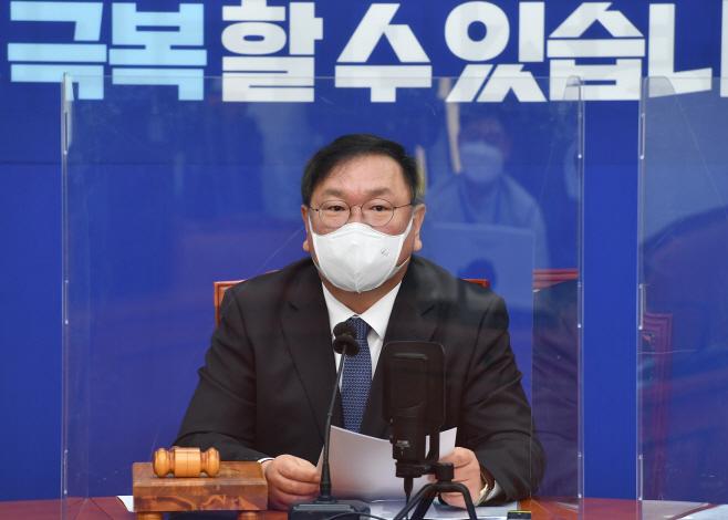 발언하는 김태년 원내대표<YONHAP NO-3150>