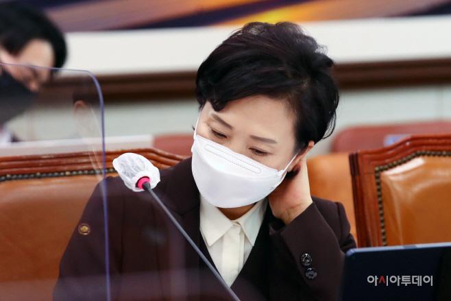 [포토] 생각에 잠긴 김현미 국토교통부 장관