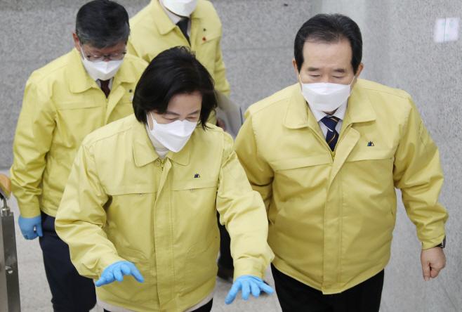 서울동부구치소 대책본부 향하는 정세균 총리