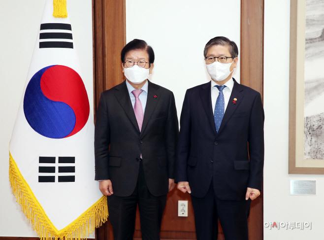 [포토] 박병석 국회의장 예방하는 변창흠 국토부 장관