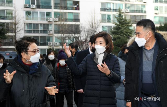 [포토] 아파트 재건축 문제 현장 방문한 나경원 전 의원