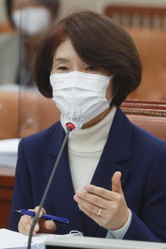 답변하는 한정애 환경부 장관 후보자