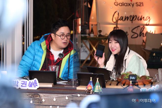 [사진5] KT 갤럭시S21 개통 기념 온라인 라이브쇼