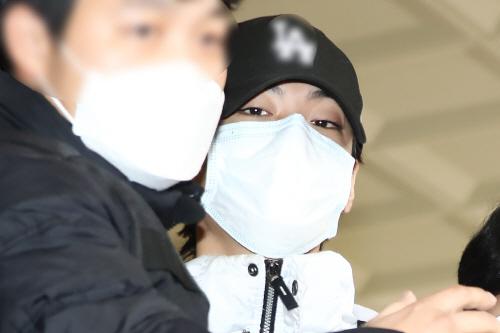 '폭행혐의' 아이언 구속심사 종료