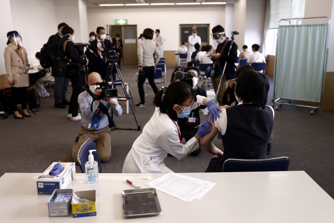 Virus Outbreak Japan Vaccine <YONHAP NO-2313> (AP)