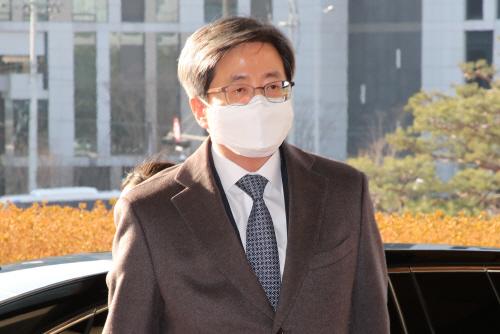 출근하는 김명수 대법원장