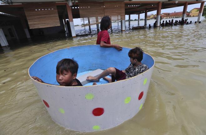 Indonesia Floods <YONHAP NO-2831> (AP)