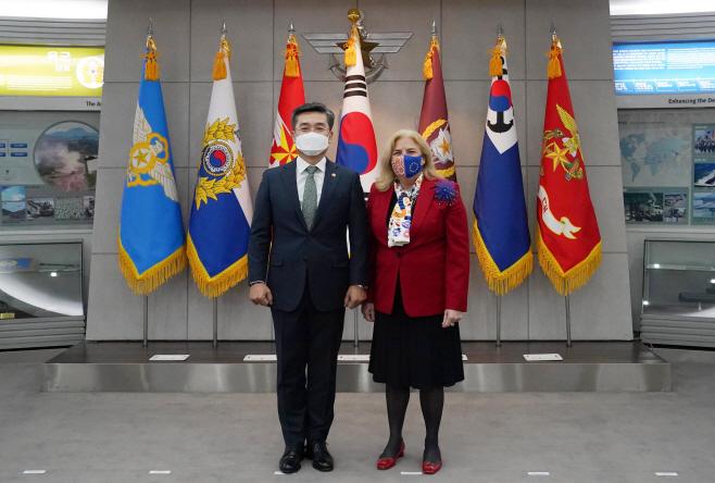 서욱 국방부 장관, 주한 EU대사 접견