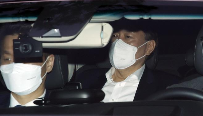 퇴근하는 윤석열 검찰총장