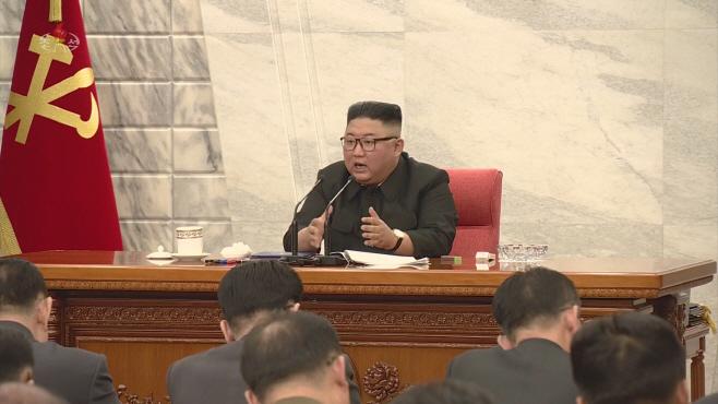 북한 노동당 중앙군사위원회 회의 주재하는 김정은