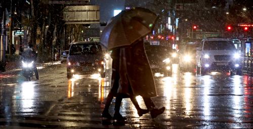 3월 첫날 눈 내리는 서울