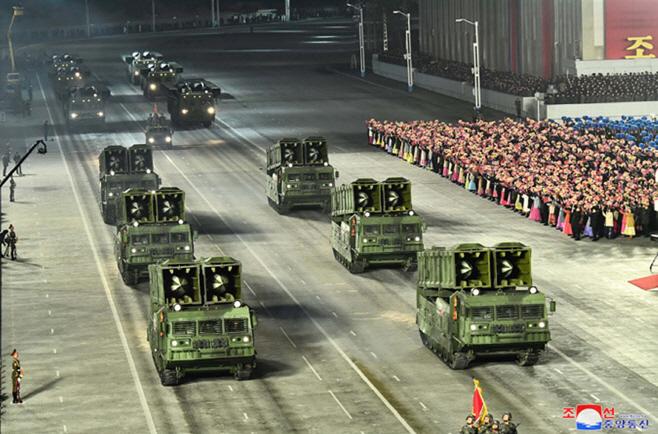 북한, 노동당 8차대회 기념 열병식…'북한판 에이테킴스'도