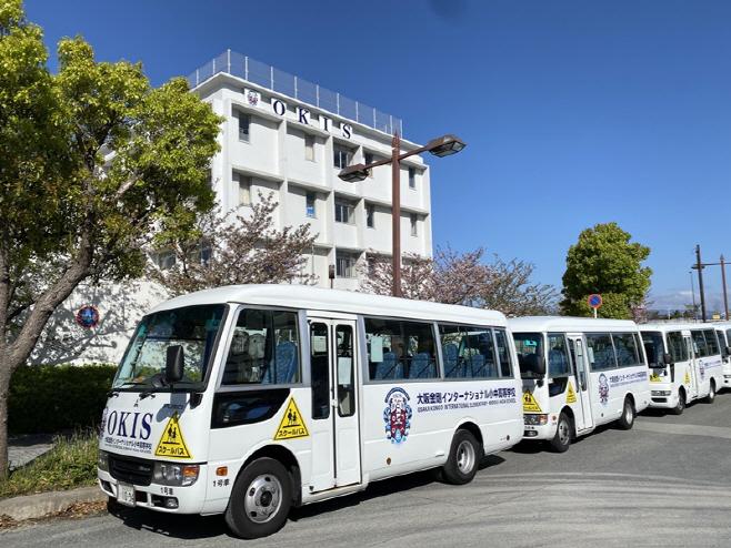 [사진 1] 오사카금강인터내셔널스쿨 스쿨버스 랩핑 및 외벽간판