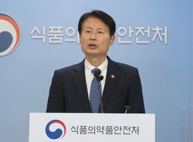 김강립 식약처장, 화이자 코로나19 백신 최종허가 결정