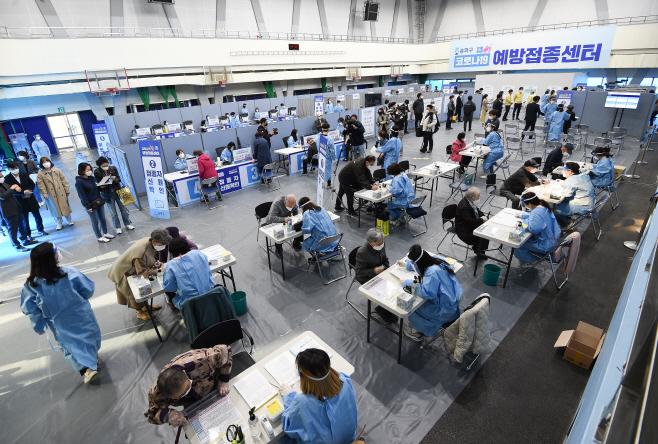 [포토]일반인 코로나19 백신 접종 시작
