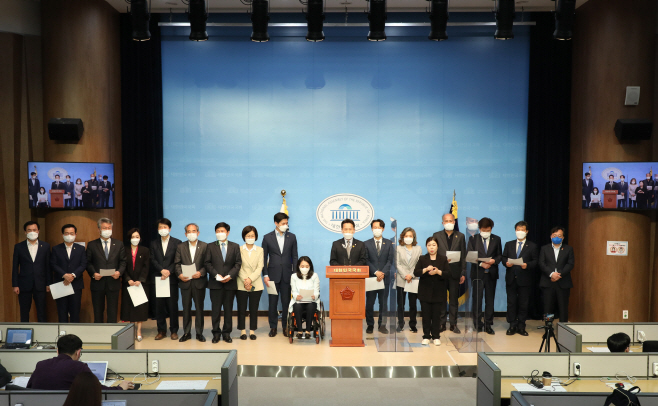 입장발표하는 민주당 초선 의원들<YONHAP NO-3563>
