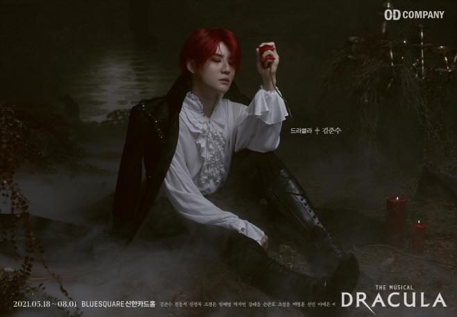 뮤지컬 '드라큘라'에서 드라큘라 역을 맡은 배우 김준수