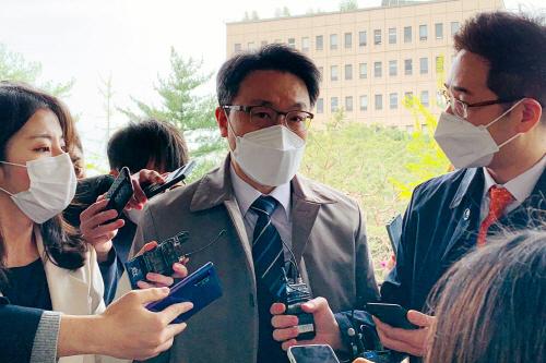 취재진 질문에 답하는 김진욱 공수처장