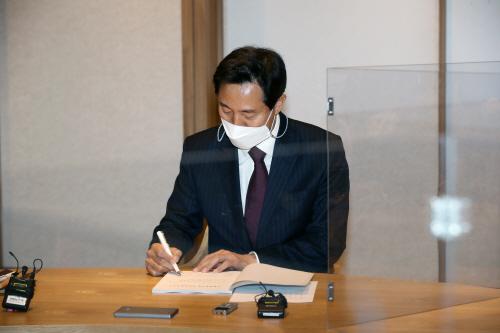 [포토] 오세훈, 서울시청 집무실 출근