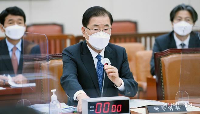 [포토] 정의용 외교부 장관 '한미 백신 스와프...진지하게 협의 중'