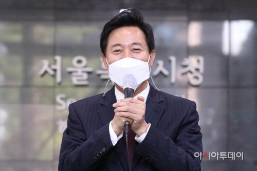 [포토]첫 출근인사하는 오세훈 시장