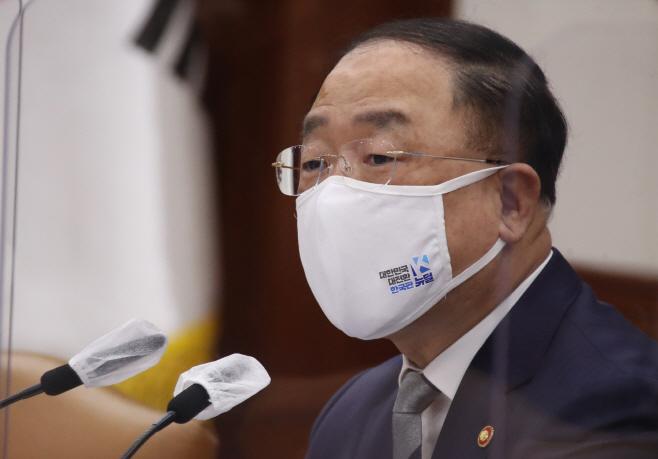 백신·치료제 상황점검회의에서 발언하는 홍남기 총리직무대행