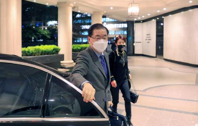 런던에 도착한 정의용 외교부 장관