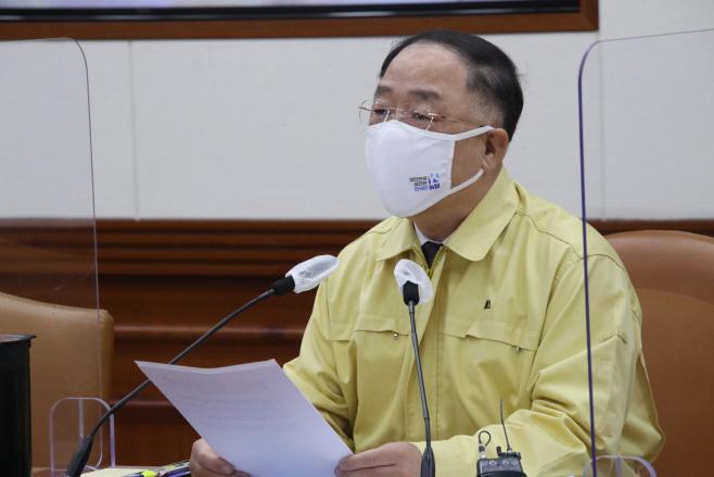 홍남기 총리직무대행, 코로나19 대응 중대본 회의 주재
