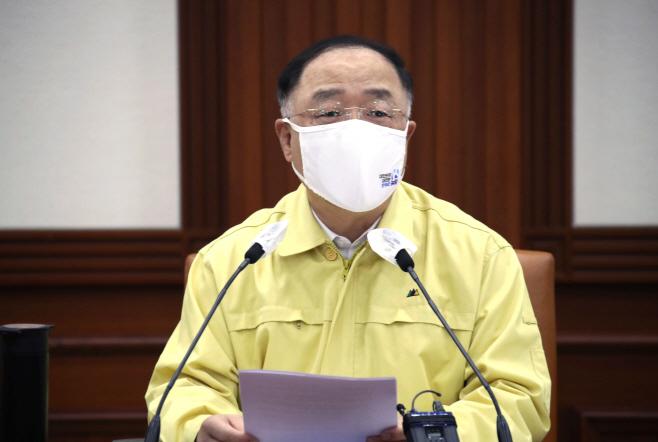 중대본 회의 주재하는 홍남기 총리직무대행