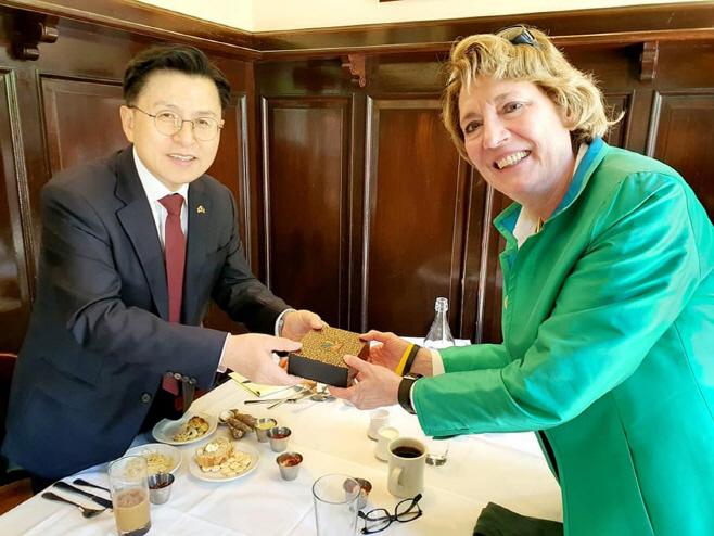미 북한자유연합 대표 만난 황교안