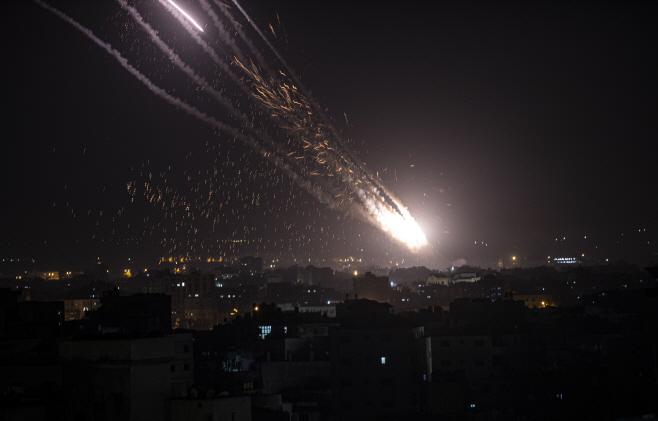 Israel Palestinians <YONHAP NO-1345> (AP)