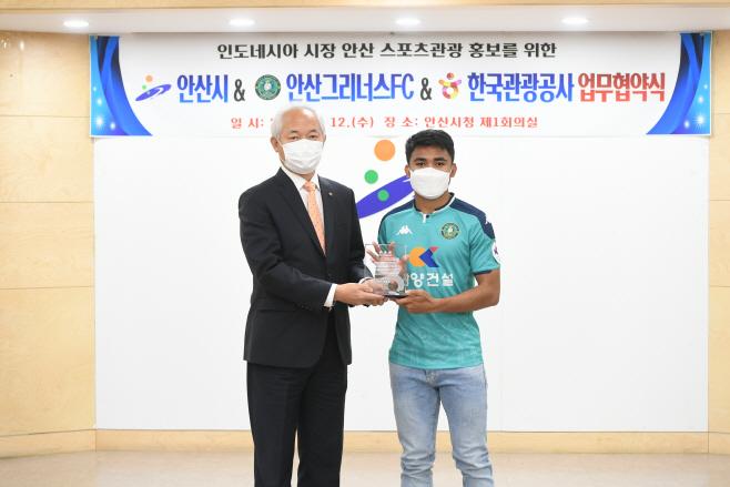 사본 -사진1. 아스나위 한국관광명예홍보대사 위촉사진