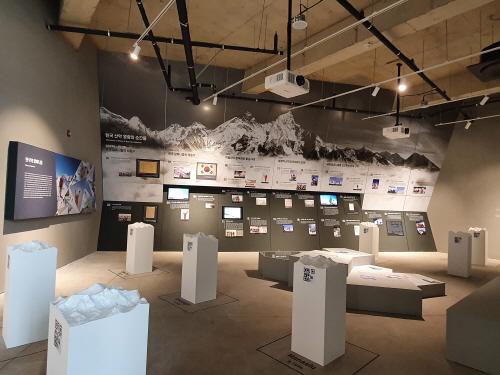 12.산악문화체험센터 상설전시실