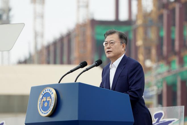 'K-반도체 전략 보고' 발언하는 문재인 대통령