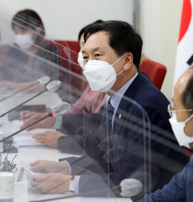 기자간담회하는 김기현<YONHAP NO-4755>