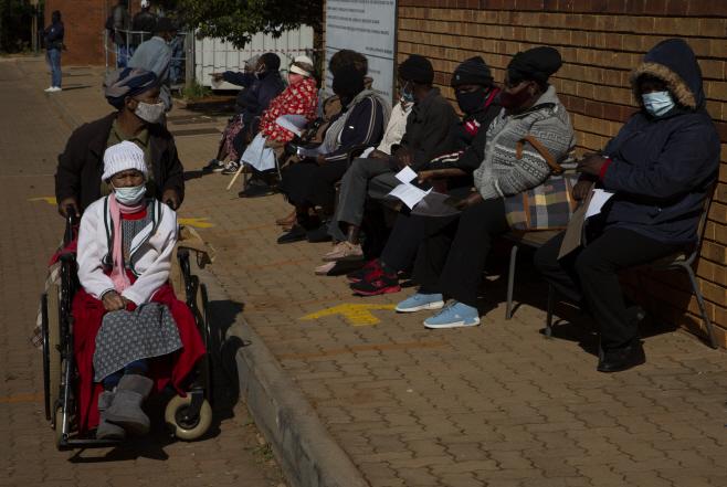 Virus Outbreak South Africa Vaccines <YONHAP NO-5329> (AP)