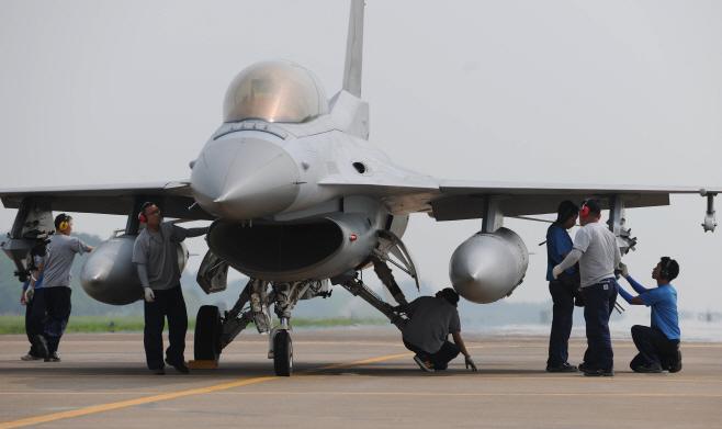 '여중사 사건' 공군부대서 전투기 기체 이상… 조종사 탈출