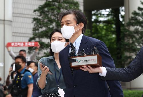 법정 향하는 조국<YONHAP NO-2064>