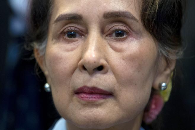 Myanmar Suu Kyi <YONHAP NO-1414> (AP)