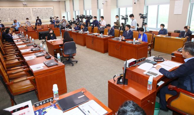 미래통합당 불참한 법사위 전체회의