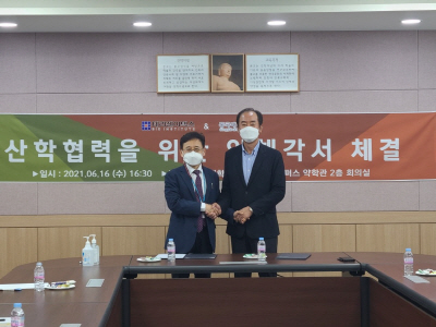 류병환 테라젠이텍스 대표(우)와 김상건 동국대 약대학장(좌)