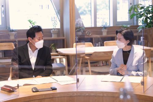 (사진2) 김수영 양천구청장, 오세훈 서울시장과 면담 (1)