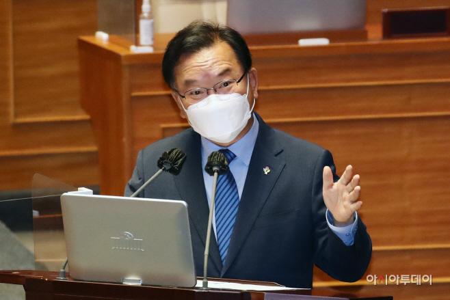 [포토] 김부겸 국무총리 '부동산 백지신탁제 검토 할만하다'