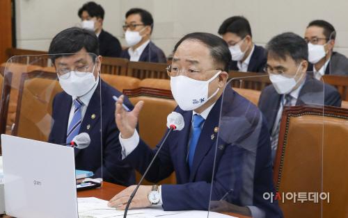 [포토] 홍남기 경제부총리 '전국민 재난지원금 부적절'