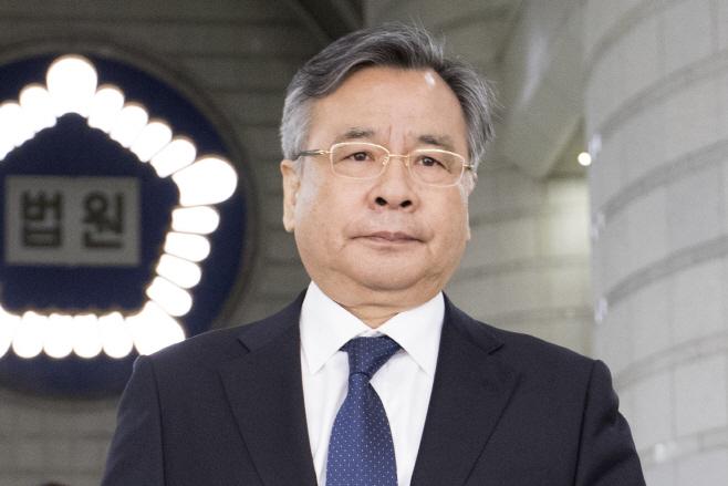 국정농단 단죄한 박영수…'포르쉐 의혹'에 불명예 사퇴