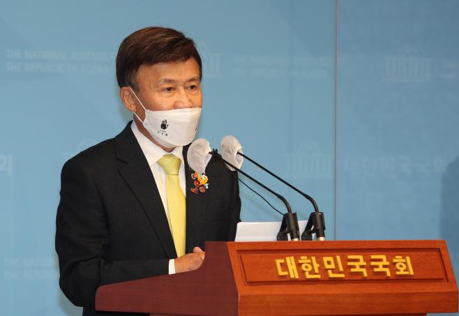 광복회 관련 보도에 대한 입장 발표하는 김원웅 광복회장