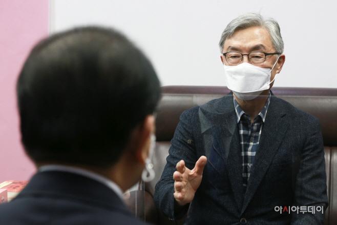 [포토] 국민의힘 태영호 의원 찾은 최재형 전 감사원장